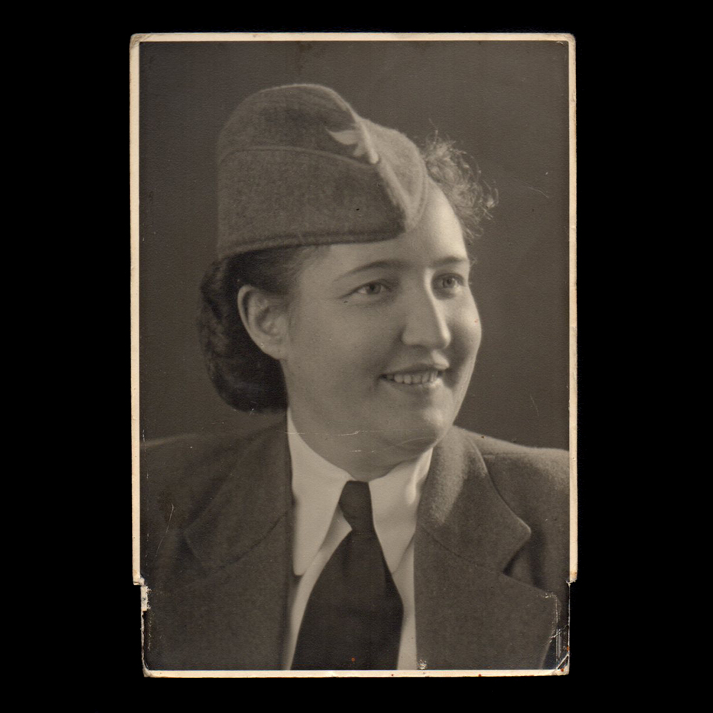 'Mary' in Holland, 1942 [Luftwaffe]