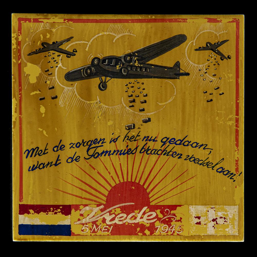Met de zorgen is het nu gedaan, want de Tommies brachten voedsel aan! Vrede 5 mei 1945