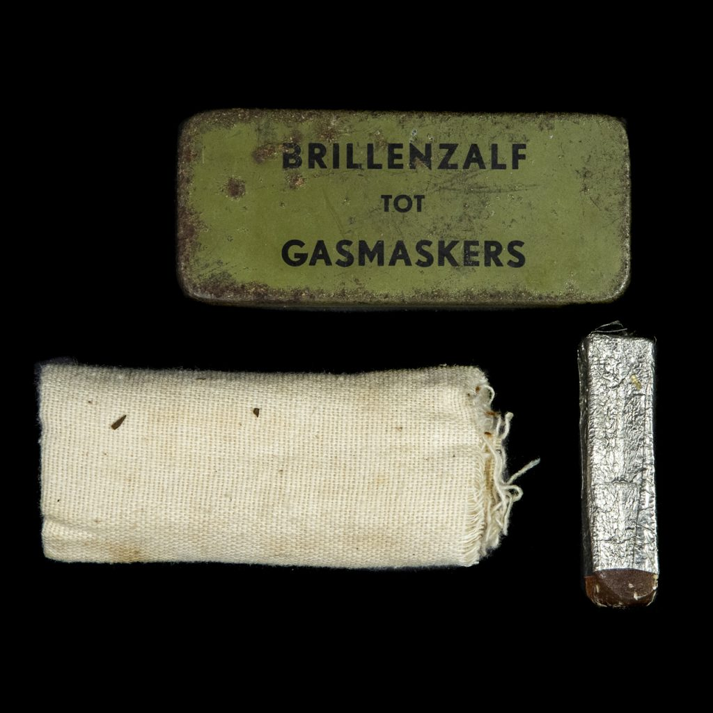Brillenzalf tot Gasmaskers doosje met inhoud