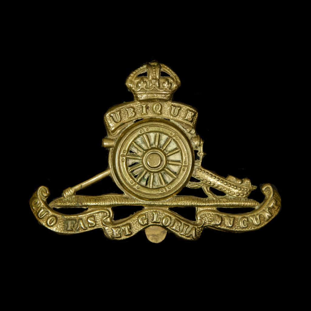 Britse capbadge Royal Artillery