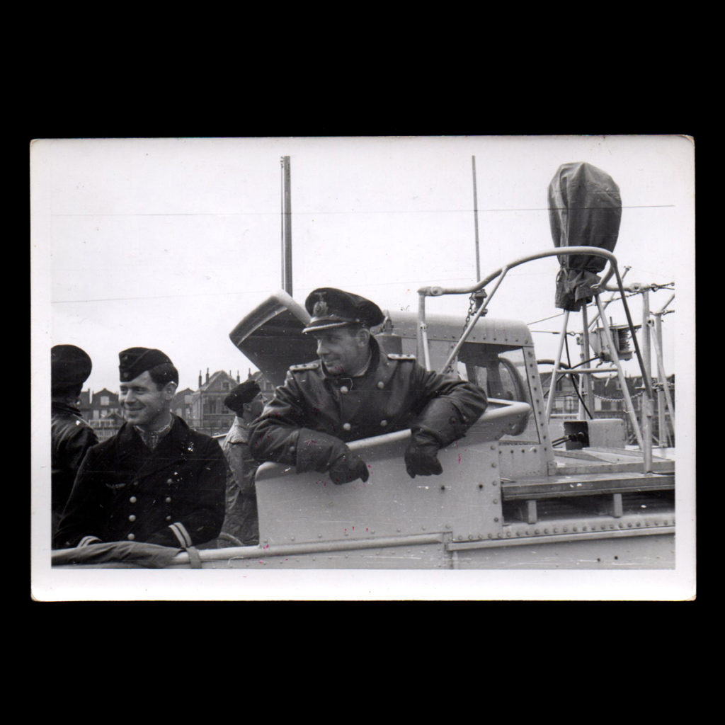 Begeleidingsschip 'Alders' 9. Räumbootflottille met Commandant Piwowarski