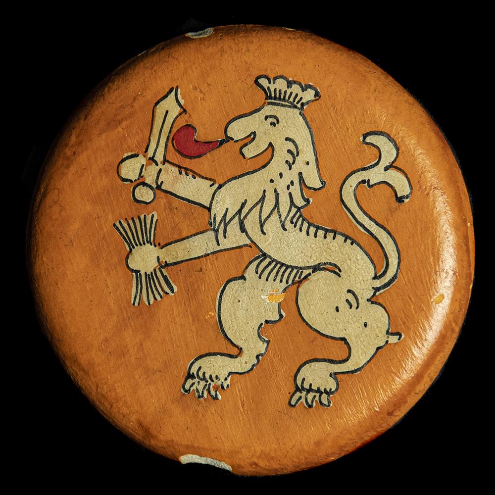 Houten button
