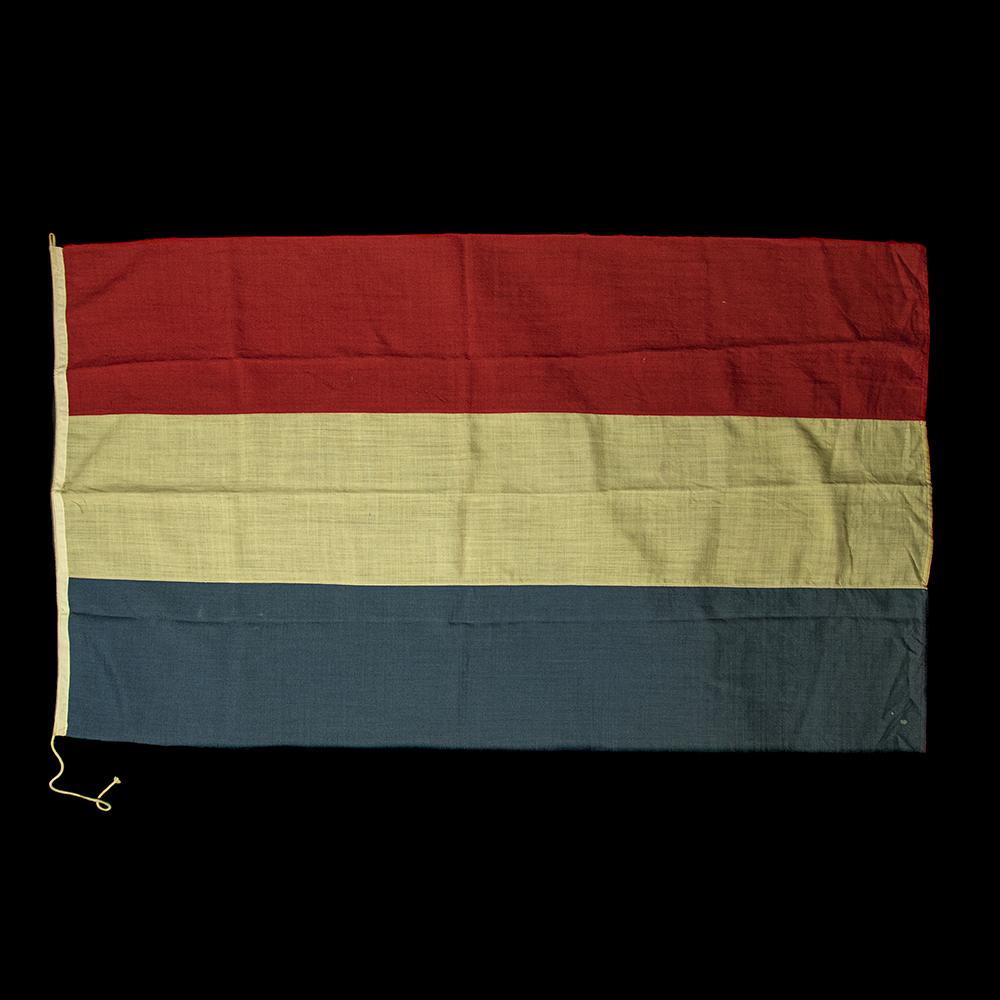 Bevrijdingsvlag van het Gemeentehuis Rotterdam – D.V.C. gaat ermee