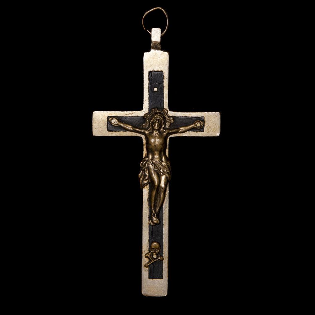 Katholiek kruisje gedragen door Duitse kapelanen