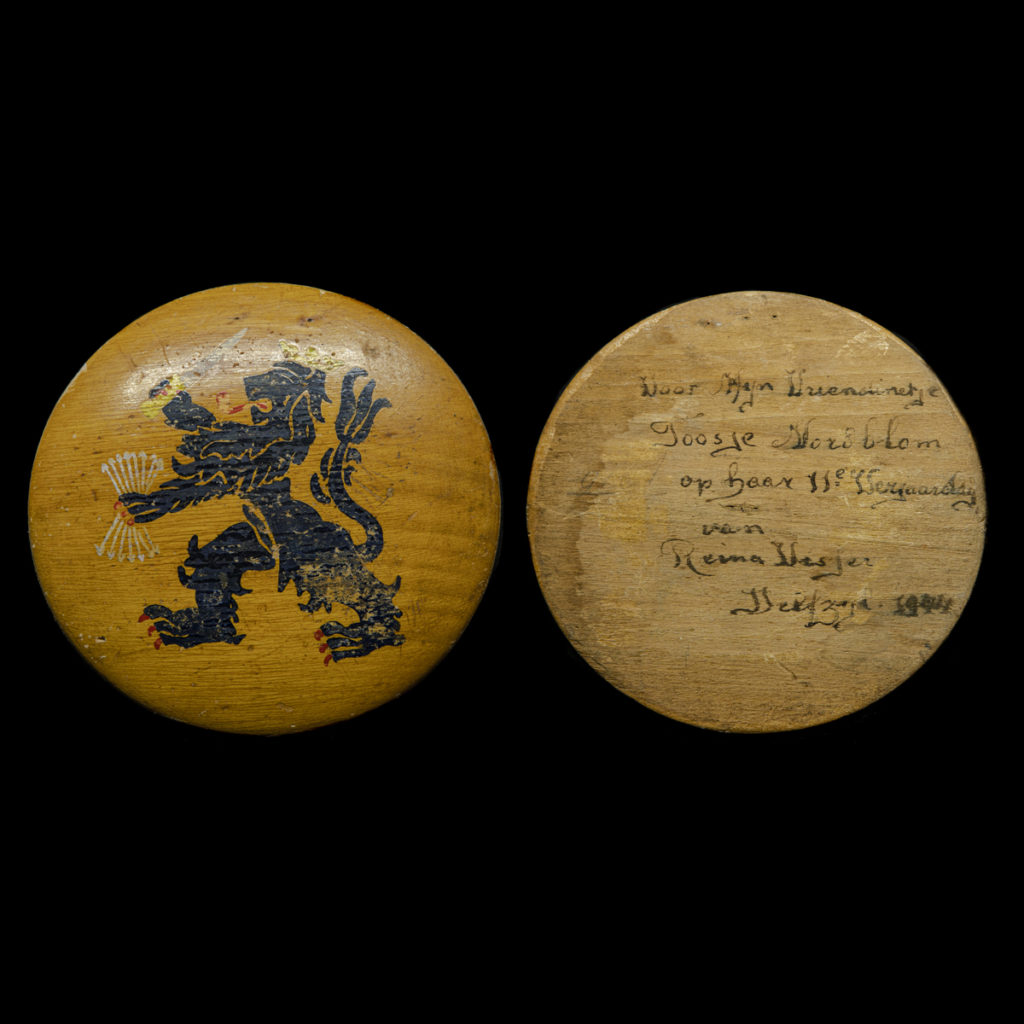Nederlandse leeuw op hout