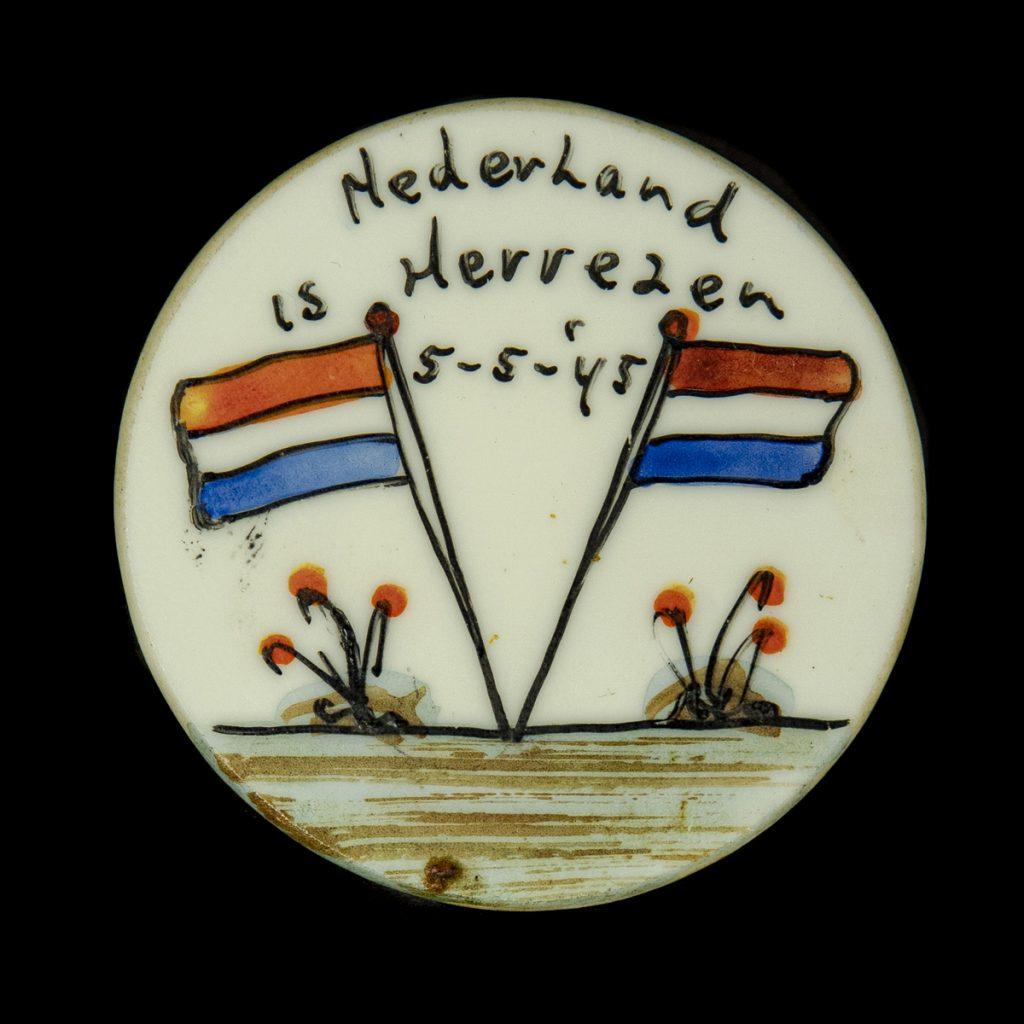 Nederland is Herrezen 5-5-'45 speld