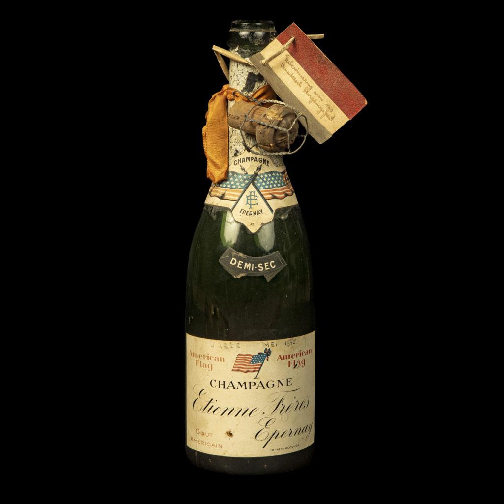 Champagnefles bevrijding Canadezen regio Utrecht 1945